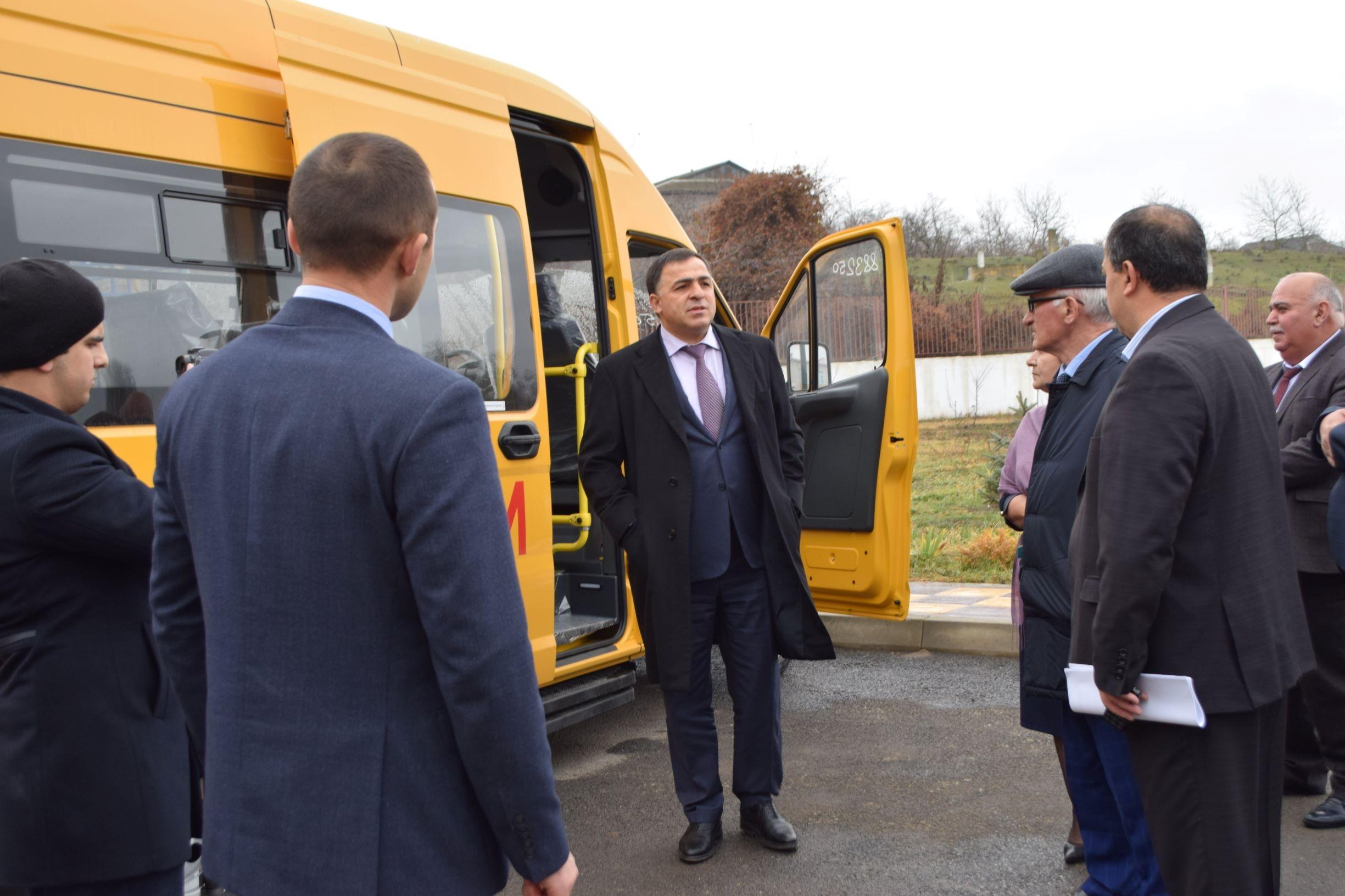 Магарамкентский район получил три новых школьных автобуса